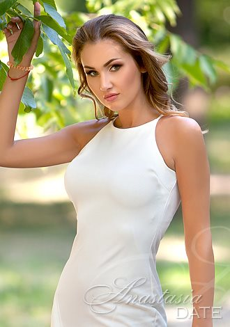 Date the woman of your dreams: Russian romantic woman Yana from Munich